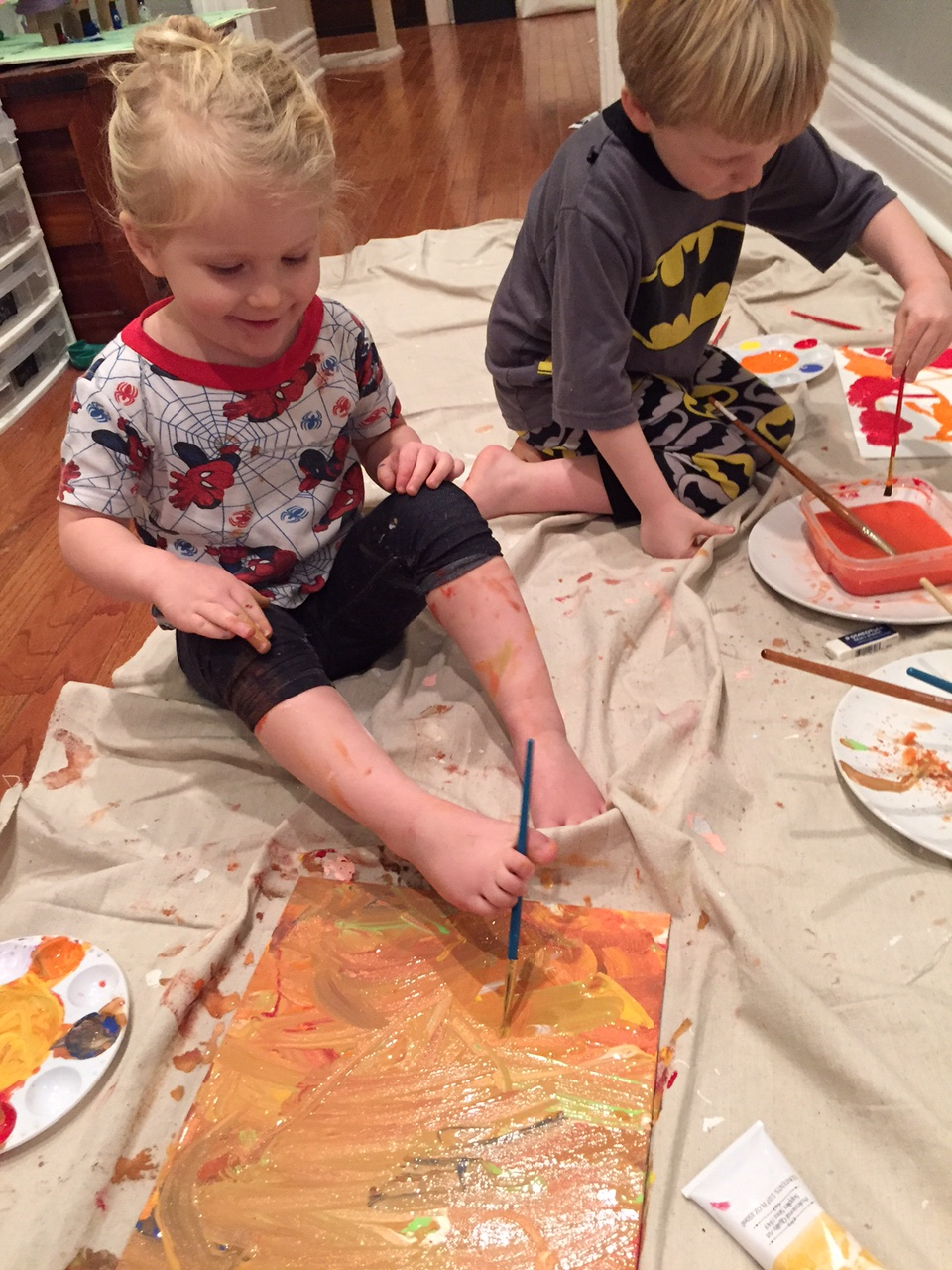 Painting with feet LJ 1.16